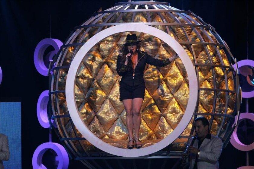 La cantante mexicana Jenni Rivera se presenta en el escenario el 23 de abril de 2009, durante la ceremonia de entrega de los Premios Billboard de la Música Latina en Florida (EEUU). EFE/Archivo