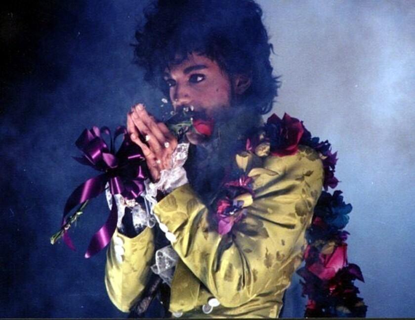 La familia de Prince pide un pago por daños no especificados que superan los 50 mil dólares en la demanda contra el doctor del cantante.