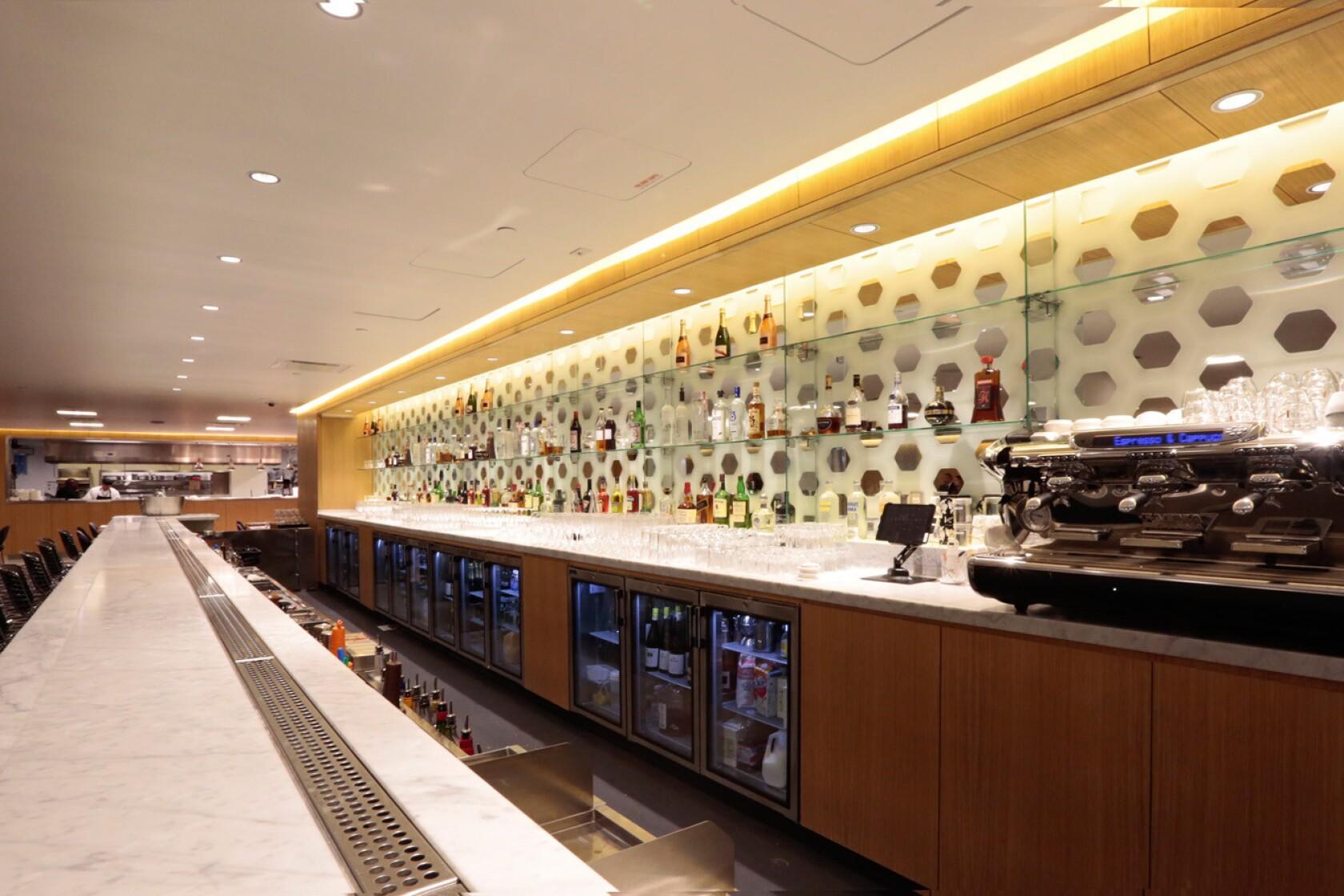 LAX: Qantas' sleek first-class lounge is newest at Bradley