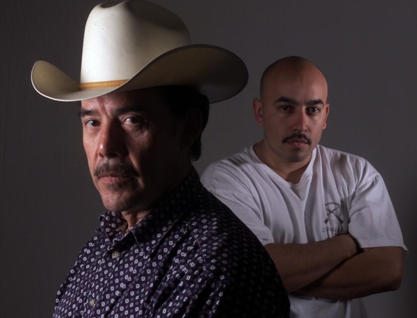 Don Pedro Rivera aparece al frente de su hijo Lupillo en esta foto de archivo.
