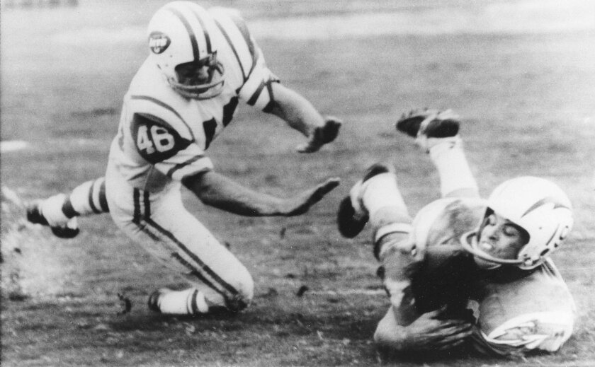 Lance Alworth, San Diego Chargers flanker, makes a diving catch of a pass from quarterback John Hadl during game against the New York Jets in San Diego, Dec. 12, 1966.