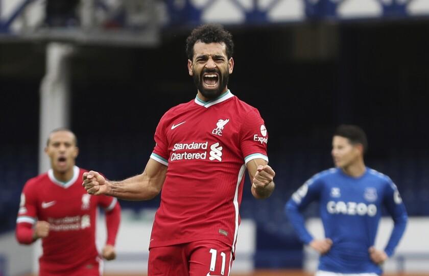 ARCHIVO - En imagen de archivo del 17 de octubre de 2020, el egipcio Mohamed Salah festeja tras anotar el segundo gol del Liverpool en el partido por la Liga Premier ante el Everton, en el estadio Goodison Park de Liverpool, Inglaterra. (Cath Ivill/Pool vía AP, archivo)