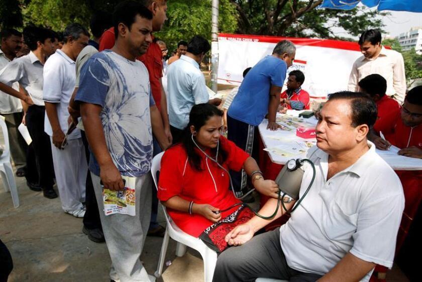 Una investigación, publicada en la revista científica Hipertensión, anima a todas aquellas personas que presentan presión arterial alta a revisar su salud dental y tomar medidas para remediar irregularidades. EFE/Archivo