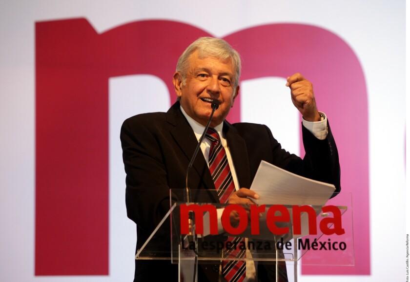 """El líder izquierdista mexicano y dos veces candidato presidencial Andrés Manuel López Obrador presentó hoy los lineamientos básicos de su """"proyecto alternativo de nación"""" con miras en los comicios de 2018, entre los que destacan el combate a la corrupción y la austeridad gubernamental."""