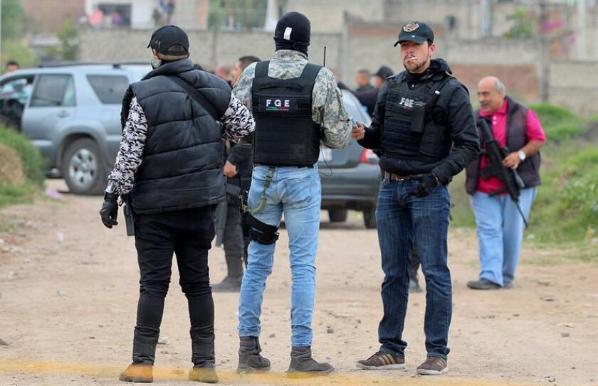 Al menos seis personas murieron y una resultó herida en un enfrentamiento a tiros entre presuntos grupos antagónicos del crimen organizado ocurrido en el municipio de Chimaltitán, en el occidental estado mexicano de Jalisco, informaron hoy fuentes oficiales. EFE/Archivo