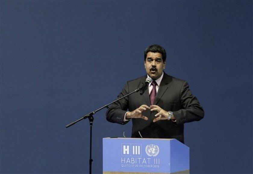 """La oposición venezolana reunida en la Mesa de la Unidad Democrática (MUD) dijo hoy que el Gobierno de Nicolás Maduro actúa """"fuera de la Constitución"""" tras criticar el anuncio hecho por el Poder Electoral de realizar los comicios regionales en 2017 y no este año como lo ordena la Carta Magna."""