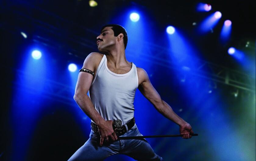 """Rami Malek como el icono del rock Freddie Mercury en una escena de la cinta """"Bohemian Rhapsody""""."""