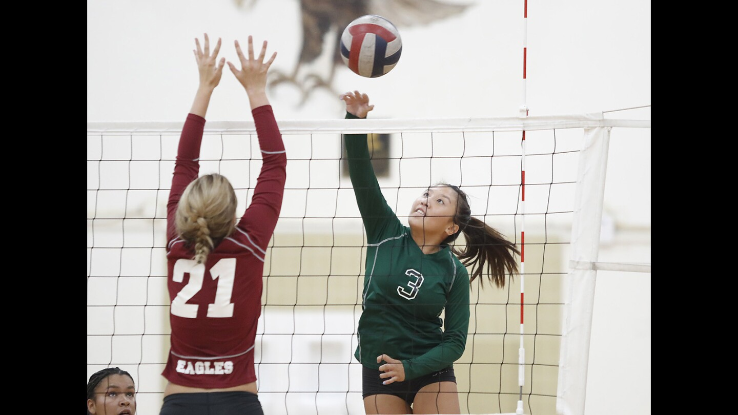 Costa Mesa Prevails Over Estancia in Girls Volleyball
