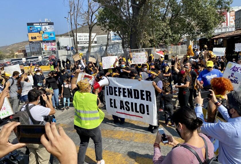 Manifestantes recorrieron la garita de San Ysidro
