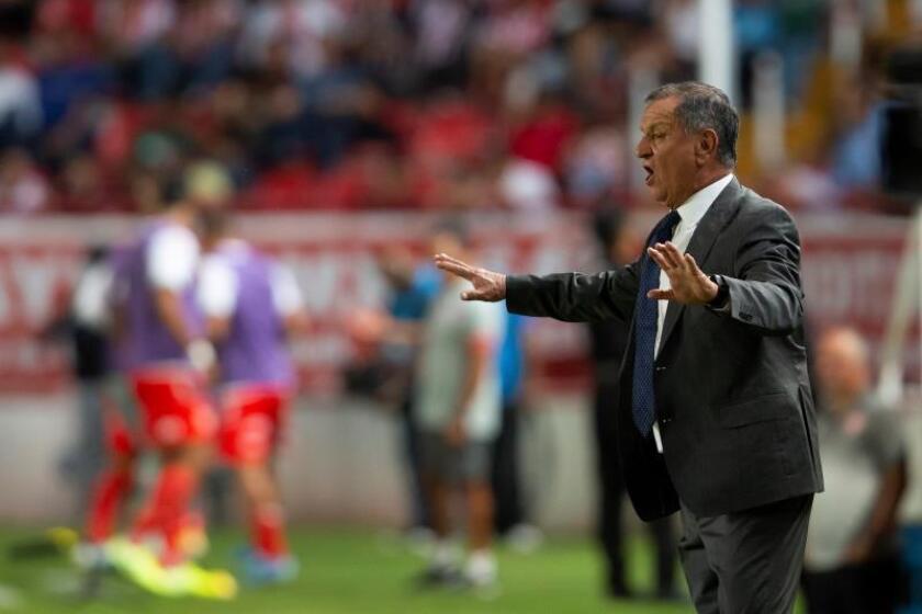 Enrique Meza acepta que el Veracruz busca jugar bien, no bonito