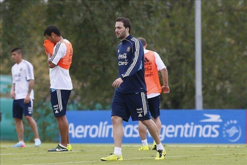 Argentina llega al partido del viernes como líder de las eliminatorias con 24 puntos en 11 partidos, mientras que Colombia se ubica tercero con 19 unidades en 10 encuentros. EFE/Archivo