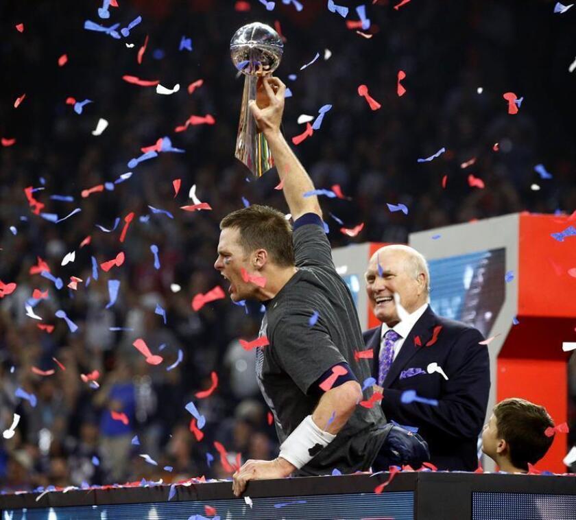 El quarterback de los New England Patriots, Tom Brady tras ganar con su equipo el Super Bowl frente a Atlanta Falcons. EFE