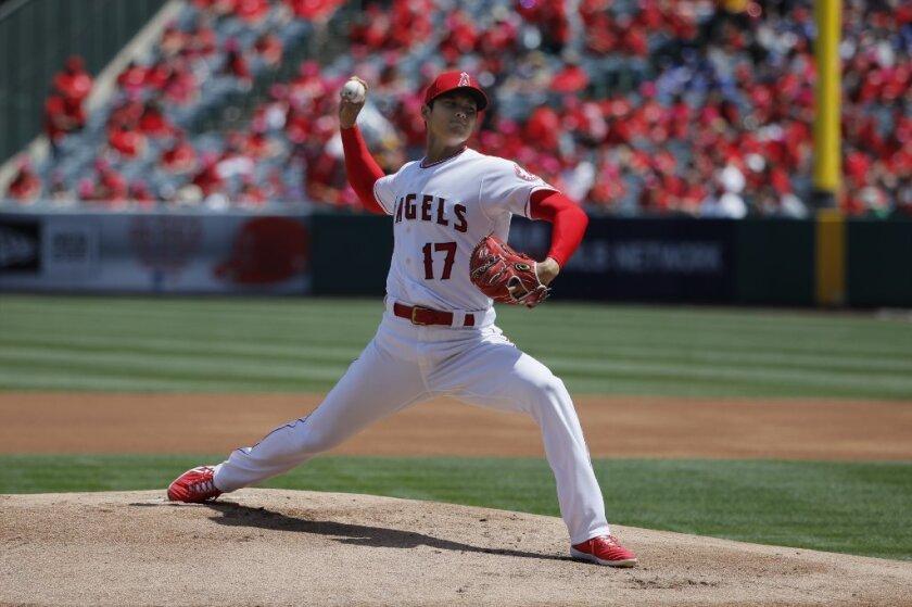 La nueva estrella de los Angels, Shohei Ohtani, acaricia un juego perfecto
