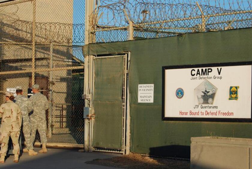 """presidente, Barack Obama, opinó hoy que la prisión de Guantánamo (Cuba) es """"una mancha en el honor nacional"""" de su país, y lamentó que el Congreso estadounidense no haya cooperado con él para cerrarla, como prometió nada más llegar al poder en 2009. EFE/ARCHIVO"""