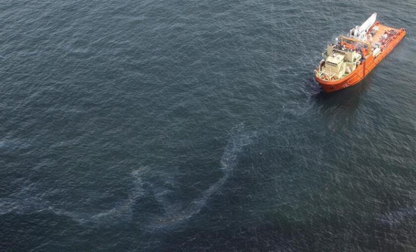 Un derrame de petróleo en la región del Golfo de México se podría convertir en uno de los peores de la historia del país, después de mantenerse por más de catorce años, informó hoy el diario Washington Post. EFE/ARCHIVO