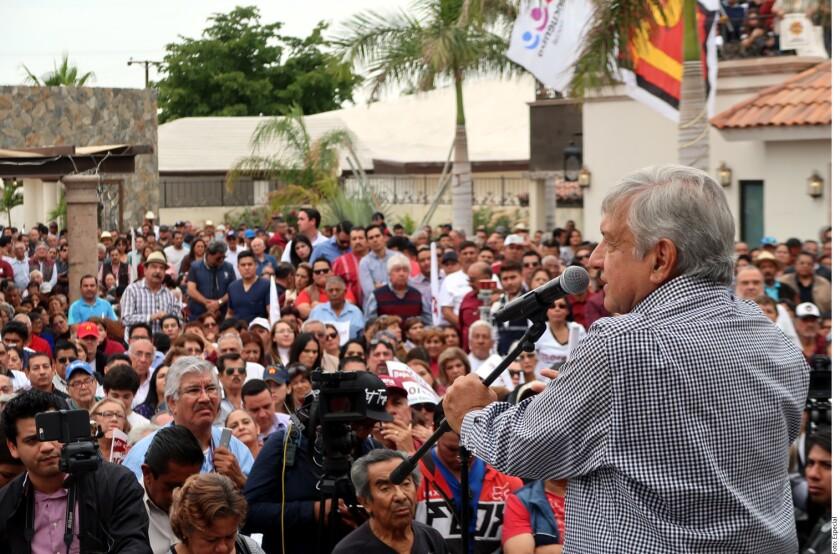 Andrés Manuel López Obrador afirmó que al Presidente Enrique Peña Nieto le incomodó la supuesta petición que el empresario Claudio X. González Laporte le hizo para fraguar un fraude electoral.