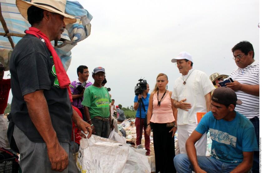 El padre Solalinde y activistas atestiguaron las condiciones de vulnerabilidad de los centroamericanos en el basurero de Tapachula.