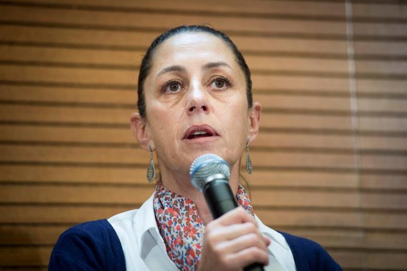 La primera jefa de Gobierno electa de la Ciudad de México, Claudia Sheinbaum, durante la reunión con la alcaldesa de Madrid, Manuela Carmena. EFE/Archivo