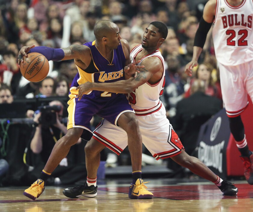 Three Lakers score 20+ points, but it's not enough against Bulls