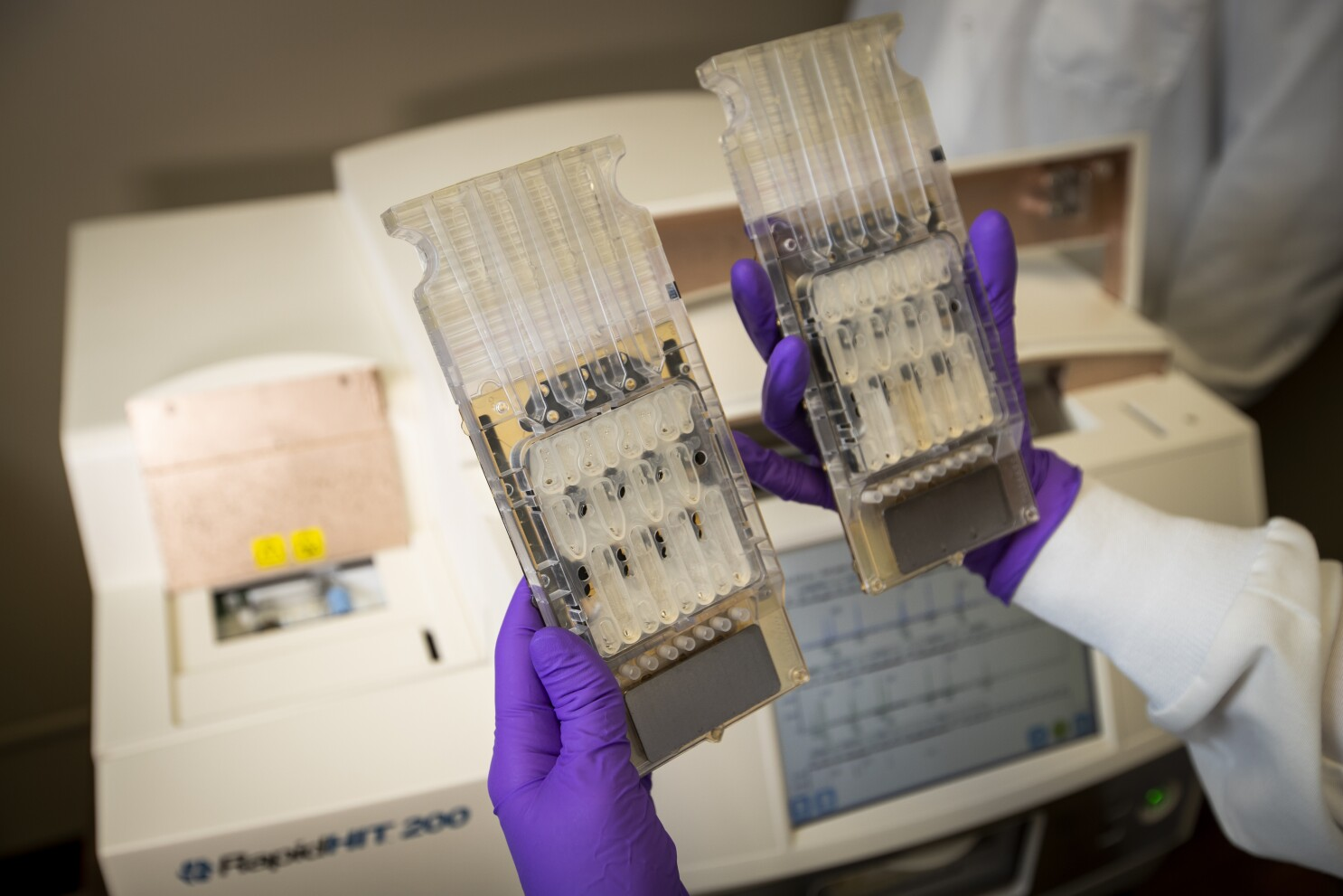 Rapid Dna A Police Tool Faces Backlash From Forensics Experts Los Angeles Times