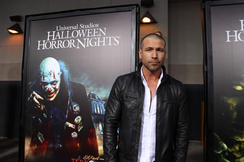 Rafael Amaya asistió a la ceremonia de la inauguración de Halloween Horror Nights, el evento que se encuentra ahora mismo abierto en Universal Studios Hollywood.
