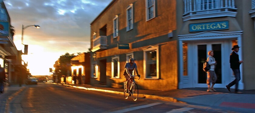 SANTA FE, NEW MEXICO: Late afternoon sunbeams on San Francisco Street highlight the texture of downt