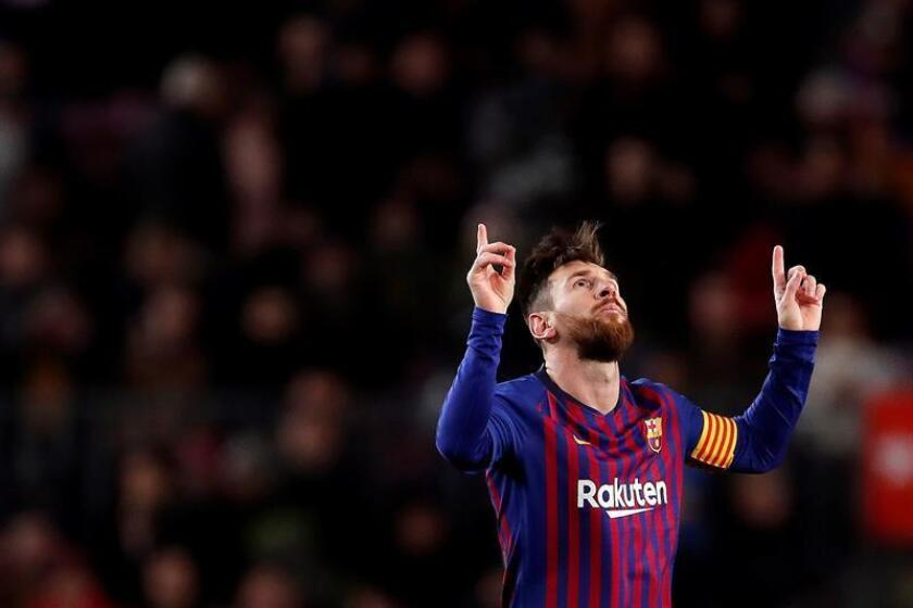 El delantero argentino del FC Barcelona, Leo Messi, celebra el primer gol del equipo blaugrana durante el encuentro correspondiente a la jornada 22 de Primera División, que disputan esta tarde frente al Valencia en el estadio del Camp Nou, en Barcelona. EFE/Archivo