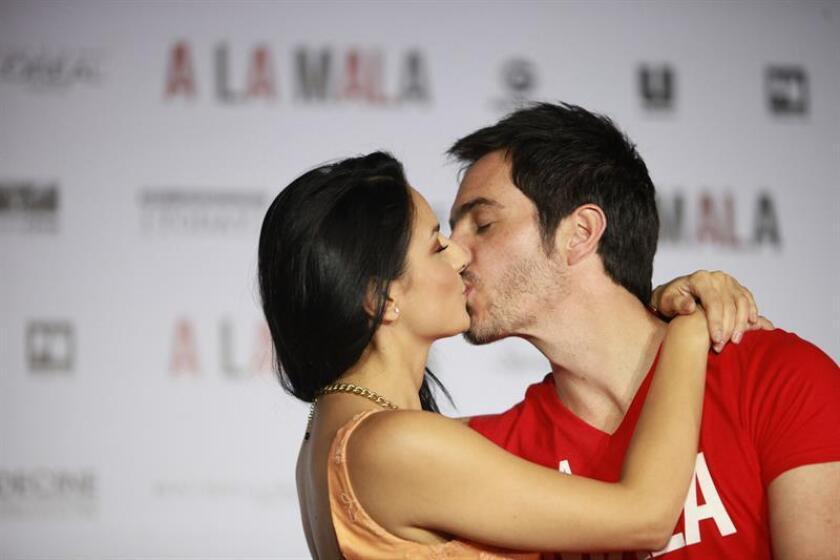 Los actores mexicanos Mauricio Ochmann y Aislinn Derbez anunciaron hoy en sus redes sociales el nacimiento de su primera hija en común, a la que llamaron Kailani. EFE/ARCHIVO