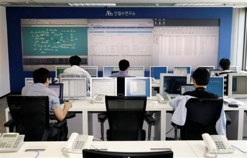 Employees of AhnLab Inc. work at Security Operation Center in Seoul, South Korea, Friday, July 10, 2009. South Korea's spy agency told lawmakers that the cyber attacks that caused a wave of Web site outages in the U.S. and South Korea were carried out by using 86 IP addresses in 16 countries, amid suspicions North Korea is behind the effort. (AP Photo/Lee Jin-man)
