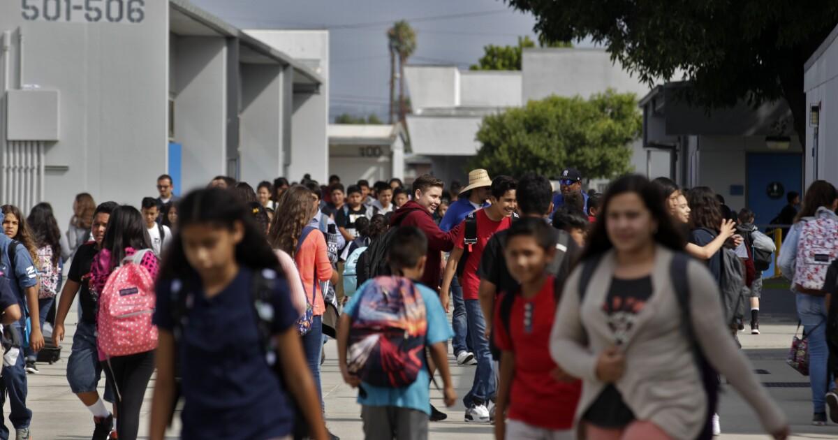 Masalah keuangan upend kecil ini L. A. County school district sejak mantan pengawas bunuh diri