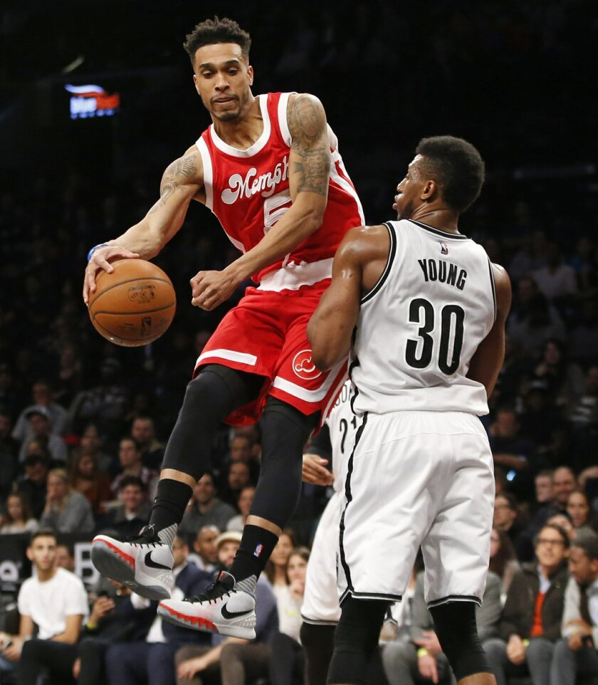 Memphis Grizzlies guard Courtney Lee (5) prepares to pass as he works his way around Brooklyn Nets forward Thaddeus Young (30) during the first half of an NBA basketball game Wednesday, Feb. 10, 2016, in New York. (AP Photo/Kathy Willens)