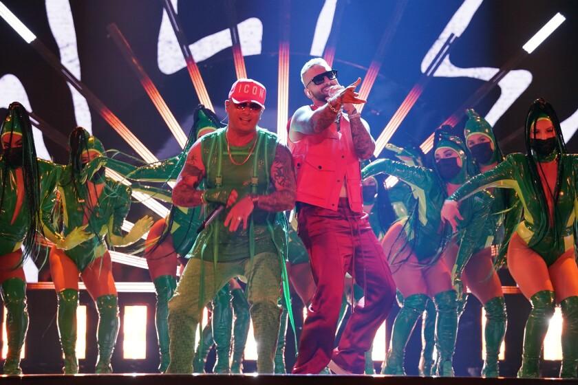 Wisin y Maluma en la tarima del evento realizado en Miami.