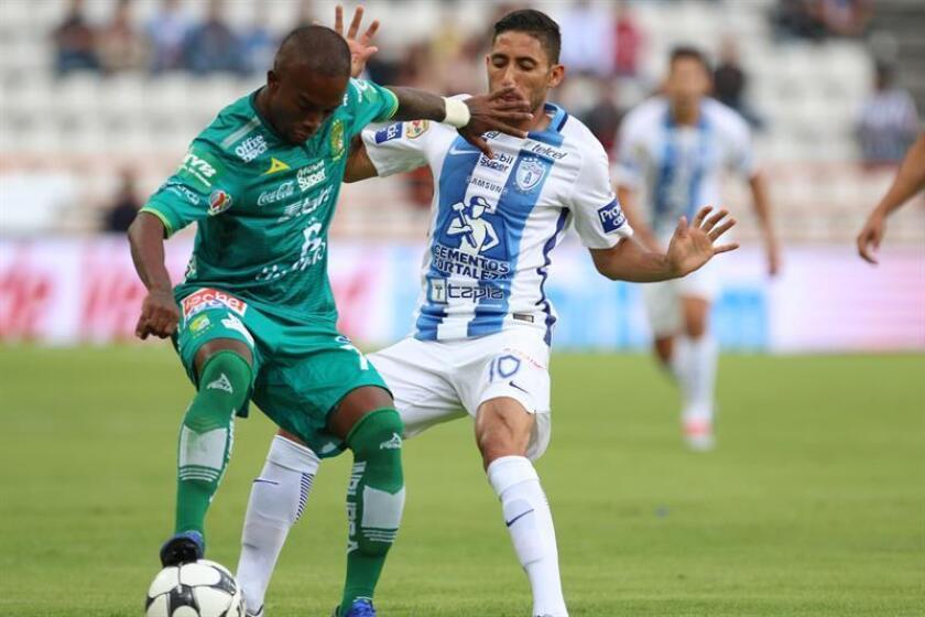 El colombiano Hernán Darío Burbano, el mexicano Carlos Guzmán y el argentino Diego Novaretti anotaron un gol cada uno para darle el triunfo al León, como visitante, por 1-3 ante el Zacatepec en la Copa MX del Clausura mexicano. EFE/ARCHIVO