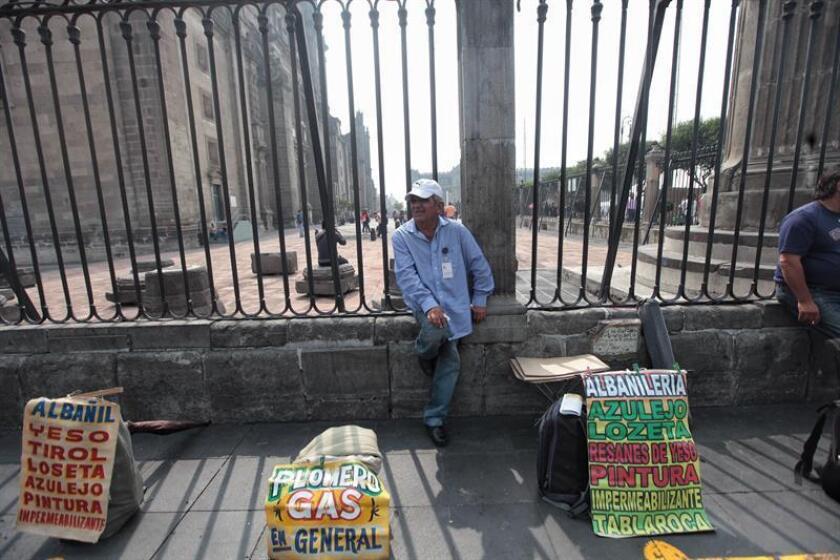 La tasa de desempleo en México se ubicó en el 3,5 % de la Población Económicamente Activa (PEA) en el cuarto trimestre de 2016, dato inferior al 4,2 % del mismo periodo de 2015, informó hoy el Instituto Nacional de Estadística y Geografía (Inegi). EFE/ARCHIVO