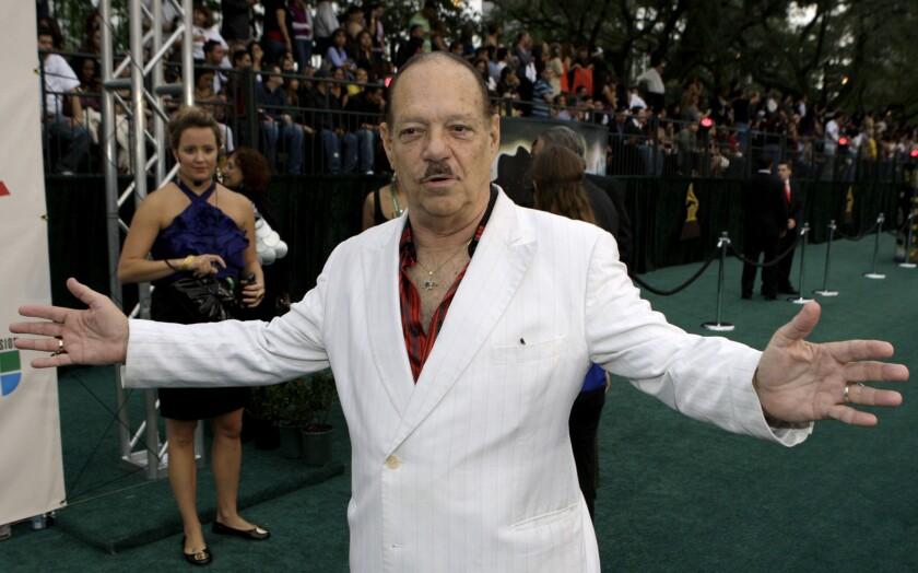 Larry Harlow llega a la 9a entrega anual del Latin Grammy en Houston.