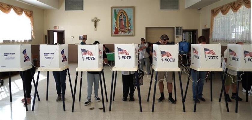 Ciudadanos votan en las elecciones legislativas en EE.UU. EFE
