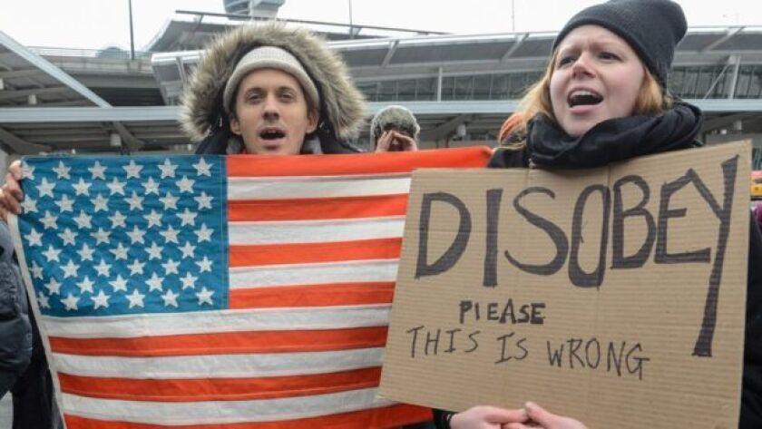 Miles de personas salieron a protestar en los aeropuertos de todo el país.