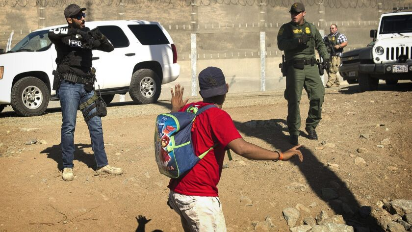 ALTERNATIVE CROP OF XRE301.- A Central American migrant is stopped by U.S. agents who order him to g