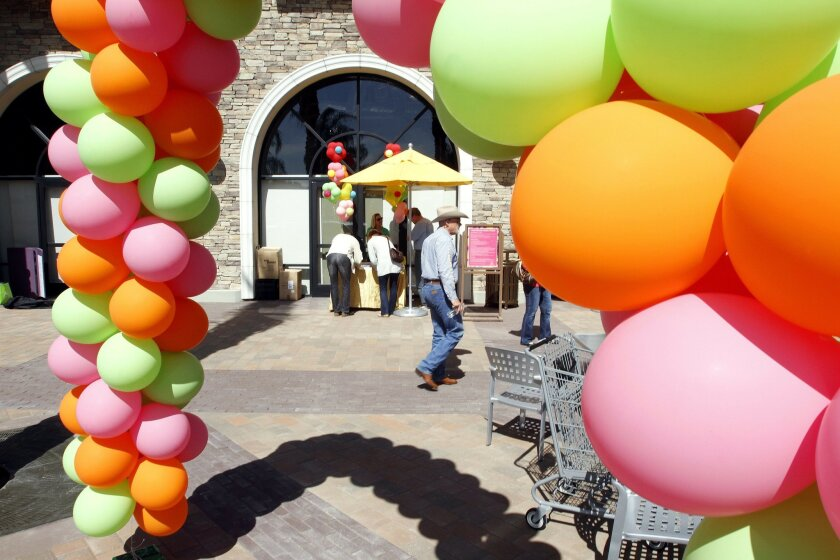 Hundreds of balloons were part of the decorations for the dedication ceremony of the newly remodeled Flower Hill Promenade (formerly called Flower Hill Mall) near Del Mar on Wednesday. Photo by Don Boomer/UT San Diego