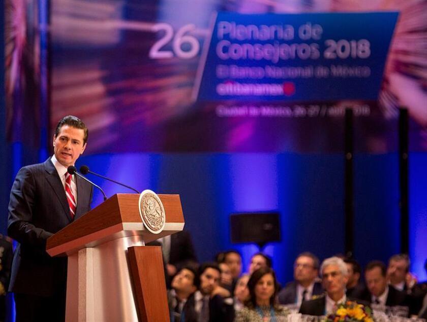 Fotografía cedida por la casa presidencial hoy, viernes 27 de abril de 2018, del Presidente de México, Enrique Peña Nieto, durante un acto protocolario en Ciudad de México (México). EFE/Presidencia de México/SOLO USO EDITORIAL