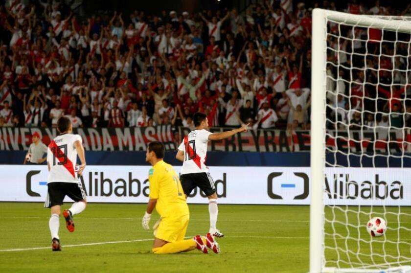Gonzalo Martínez firma uno de sus goles para River Plate en la final de consolación ante el Kashima Antlers en Abu Dabi, Emiratos Árabes Unidos. EFE/EPA
