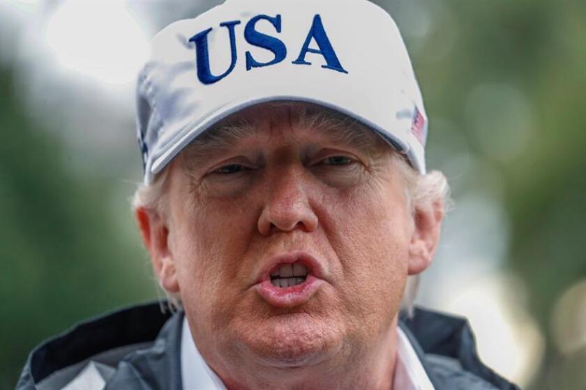 El presidente de Estados Unidos, Donald Trump, inició la jornada de hoy en Florida jugando golf, al igual que los días anteriores de este fin de semana largo por el festivo del Día de Acción de Gracias, que se celebró el pasado jueves. EFE/ARCHIVO