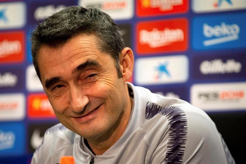 El entrenador del FC Barcelona, Ernesto Valverde, durante la rueda de prensa que ha ofrecido esta tarde en la ciudad deportiva Joan Gamper antes del entrenamiento que el equipo azulgrana ha realizado para preparar el partido de LaLiga Santander que mañana disputarán ante el Atlético de Madrid. EFE