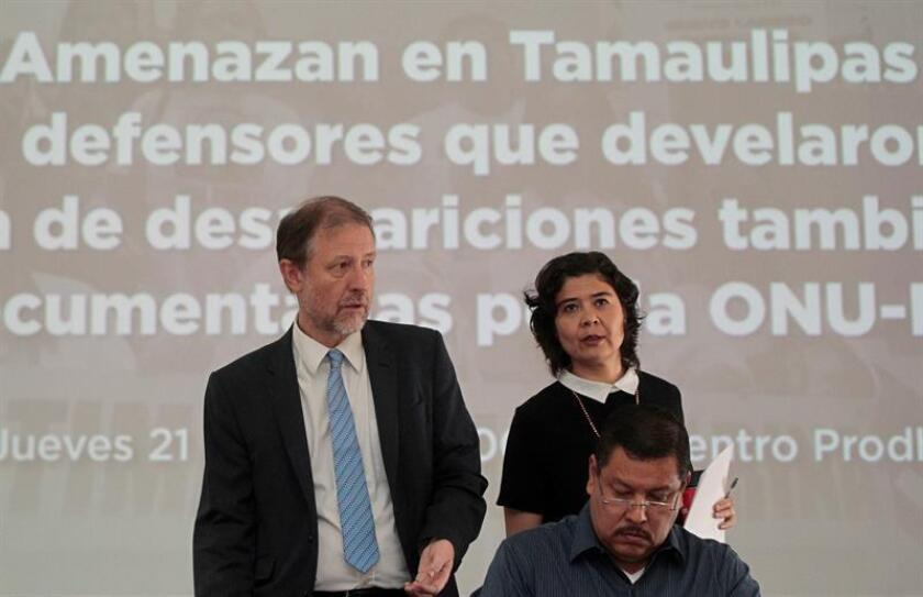 El representante en México del alto comisionado de los Derechos Humanos de la ONU, Juan Jarab (i), la directora de Amnistía México, Tania Reneaum (d) y el representante del comité de Derechos Humanos de Nuevo Laredo, en el estado de Tamaulipas, Raymundo Ramos (c), participan en una conferencia de prensa hoy, jueves 21 de junio de 2018, en Ciudad de México (México). EFE