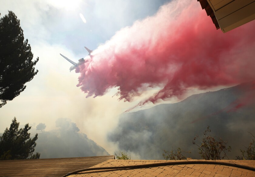LOS ANGELES, CA - OCTOBER 21, 2019 Los Angeles fire crews responding to a brush fire during uphill near Palisades Drive in Pacific Palisades. (Al Seib / Los Angeles Times)