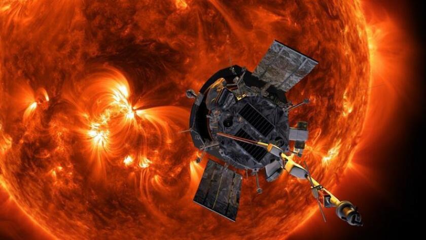 """Impresión artística de la sonda solar Parker aproximándose al Sol. La NASA ultima hoy, 10 de agosto de 2018, los preparativos para el lanzamiento mañana de la sonda Parker, la primera astronave que transitará por la corona del Sol, una misión """"histórica"""" que tiene como fin esclarecer los misterios que esconde el astro rey. EFE/ Nasa/johns Hopkins Apl/steve Gri SOLO USO EDITORIAL"""
