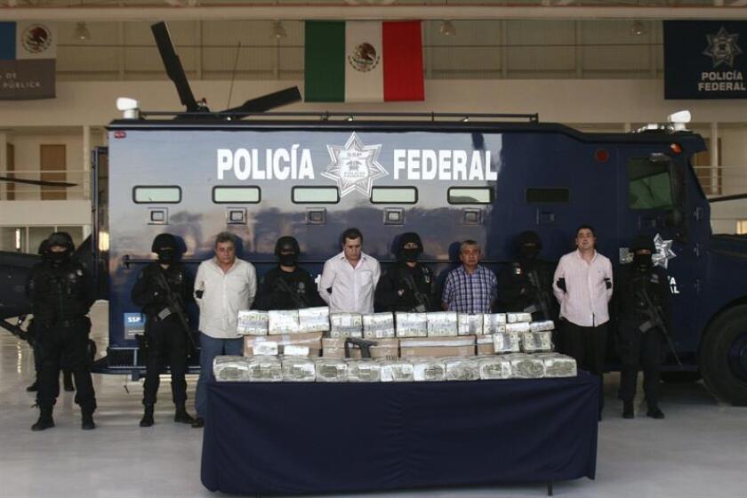 Dos mexicanos y dos colombianos, presuntos miembros del cartel colombiano Norte del Valle, son presentados por la Policía Federal el martes 9 de marzo de 2010, en Ciudad de México. EFE/Archivo
