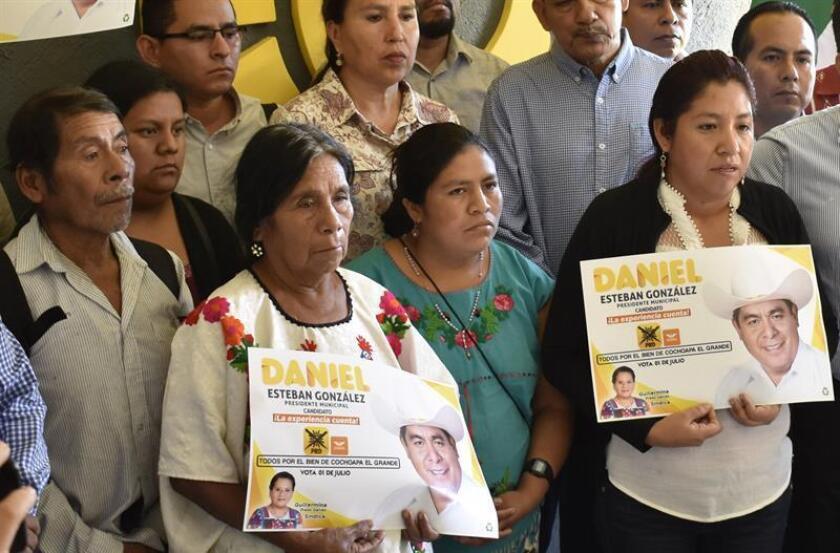 Familiares y militantes del partido del alcalde electo Daniel Esteban González, desaparecido el sábado pasado, denuncian el hecho ayer, domingo 9 de septiembre de 2018, en la ciudad de Chilpancingo, en el estado de Guerrero (México). EFE