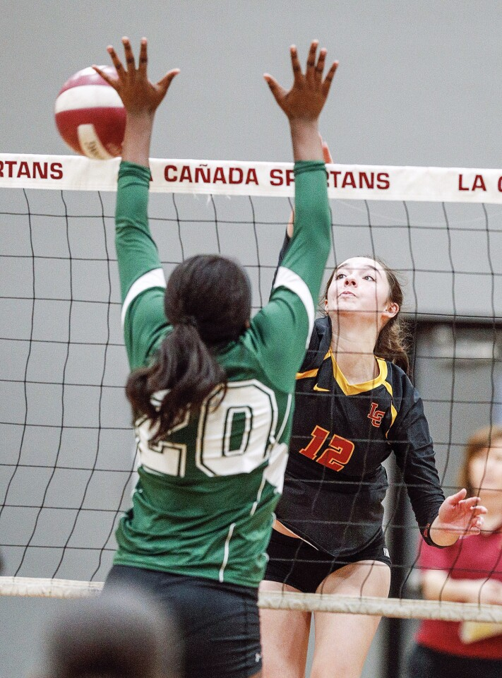 Photo Gallery: La Canada vs. Blair in Rio Hondo League girls' volleyball