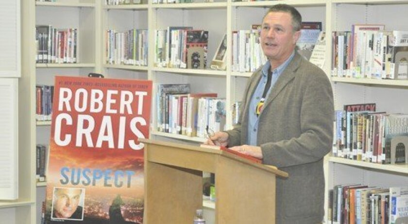 Robert Crais addresses the guests.